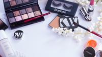 ilustrasi produk kecantikan - makeup (unsplash.com/ Jake)