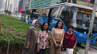 4 Warga DKI menerima penghargaan dari Transjakarta. (Istimewa)