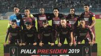 Skuat PSM Makassar saat menghadapi PSIS Semarang di Stadion Moch Soebroto, Magelang, Sabtu (16/3/2019) malam. (Bola.com/Vincentius Atmaja)