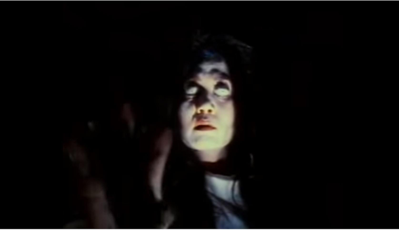 Cuplikan film horor Pengabdi Setan versi 1980.