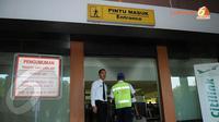 Mulai 10 Januari 2014 kesibukan karyawan PT Angkasa Pura yang berdinas di Bandara Halim Perdanakusuma akan bertambah seiring diresmikannya kembali penerbangan komersil berjadwal (Liputan6.com/Helmi Fithriansyah).