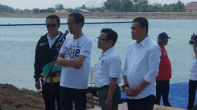 Presiden Jokowi dan Ketua Umum PKB Muhaimin Iskandar saat meninjau venue Asian Games di Palembang, Sumsel (Liputan6.com/ Nefri Inge)