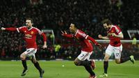 Gelandang Manchester United, Juan Mata, merayakan gol yang dicetaknya ke gawang Watford pada laga Liga Premier Inggris di Stadion Old Trafford, Rabu (3/2/2016). MU berhasil menang 1-0 atas Watford. (Reuters/Jason Cairnduff)