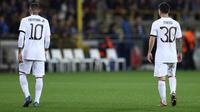 Neymar dan Messi tertunduk lesu saat PSG ditahan Brugge di Liga Champions (AFP)