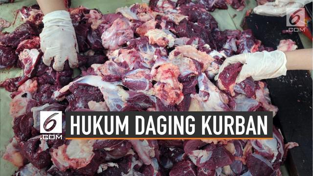 Membagikan daging hewan kurban ada hukum dan ketentuannya termasuk hukum cara memakan daging kurban.