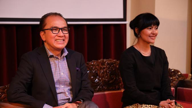 Pemutaran film LIMA di KBRI Selandia Baru. Terlihat Dubes Tantowi Yahya dan Lola Amaria duduk bersama sebagai pembicara. (KBRI Wellington)
