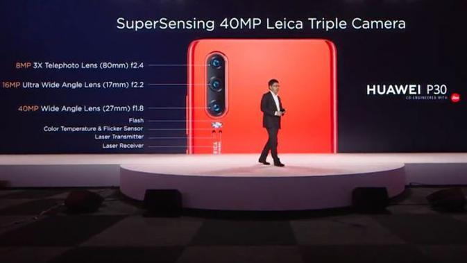 Richard Yu CEO Huawei Consumer Business Group memamerkan Huawei P30 dan P30 Pro. Liputan6.com/Jeko I.R.