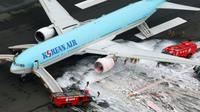Tidak ada korban luka dalam kejadian tersebut dan penyebab kerusakan mesin masih berupa misteri (Reuters/BBC).