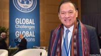 Gubernur Bank Indonesia, Agus Martowardojo mengenakan kain ulos dalam pertemuan tahunan IMF-Bank Dunia. (Foto courtesy: IMF-World Bank).