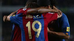 Nomor punggung 19 menjadi nomor Messi yang selanjutnya ketika membela Barcelona di musim 2006/2007. Selain itu, nomor tersebut juga digunakan La Pulga ketika bermain di Timnas Argentina musim 2004/2005 dan 2005/2006 silam. (Foto: AFP/Cesar Rangel)