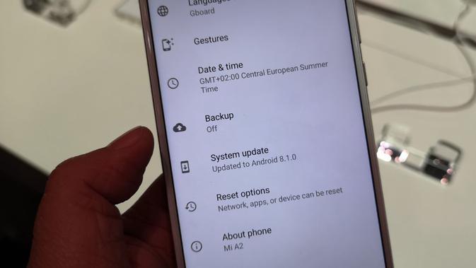 Xiaomi Mi A2 menggunakan software Android 8.1 Oreo (Liputan6.com/ Yuslianson)