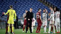 Tampak manajer Ole Gunnar Solksjer merayakan sukses Manchester United lolos ke final Liga Europa. (Filippo MONTEFORTE / AFP)