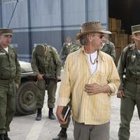 Sutradara Steven Spielberg bersama aktor Harrison Ford di film Indiana Jones.