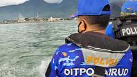 Personel Polairud Polda Sulteng saat berpatroli di Teluk Palu mencegah konflik buaya dan manusia, Minggu (20/12/2020). (Foto: Polda Sulteng).