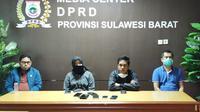 Ketua DPRD Sulbar Sitti Suraidah Suhardi saat konfrensi pers bersama beberapa anggota dewan lainnya