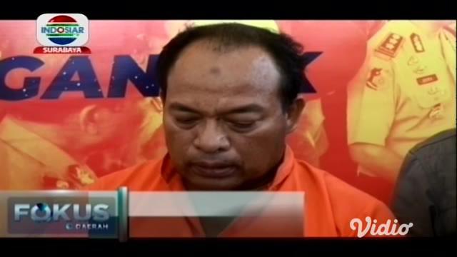 Sumarlan (51) petani warga Desa Sidokare Kecamatan Rejoso, Nganjuk dijebloskan bui Polres Nganjuk lantaran dituduh mencuri kartu ATM dan menguras isinya