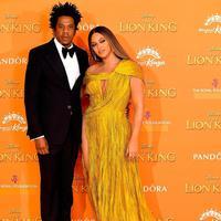 Beyonce tampak tampil memukau dengan mengenakan gaun kuning seksi di London (Foto: Instagram/congtringuyen)