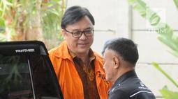Direktur Operasional Lippo Group Billy Sindoro (kiri) tiba di Gedung KPK, Jakarta, Senin (6/11). Billy diduga menyuap Bupati Bekasi Neneng Hasanah Yasin terkait pengurusan perizinan proyek pembangunan Meikarta. (Merdeka.com/Dwi Narwoko)