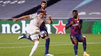 Gelandang Bayern Munchen, Leon Goretzka, mengaku tak percaya timnya menang 8-2 atas Barcelona pada laga perempat final Liga Champions, di Estadio da Luz, Lisbon, Sabtu (15/8/2020) dini hari WIB. (Manu Fernandez / POOL / AFP)