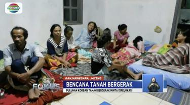 Korban tanah bergerak di Banjarnegara, Jawa Tengah, minta relokasi karena rumah mereka tak mungkin bisa ditinggali lagi.