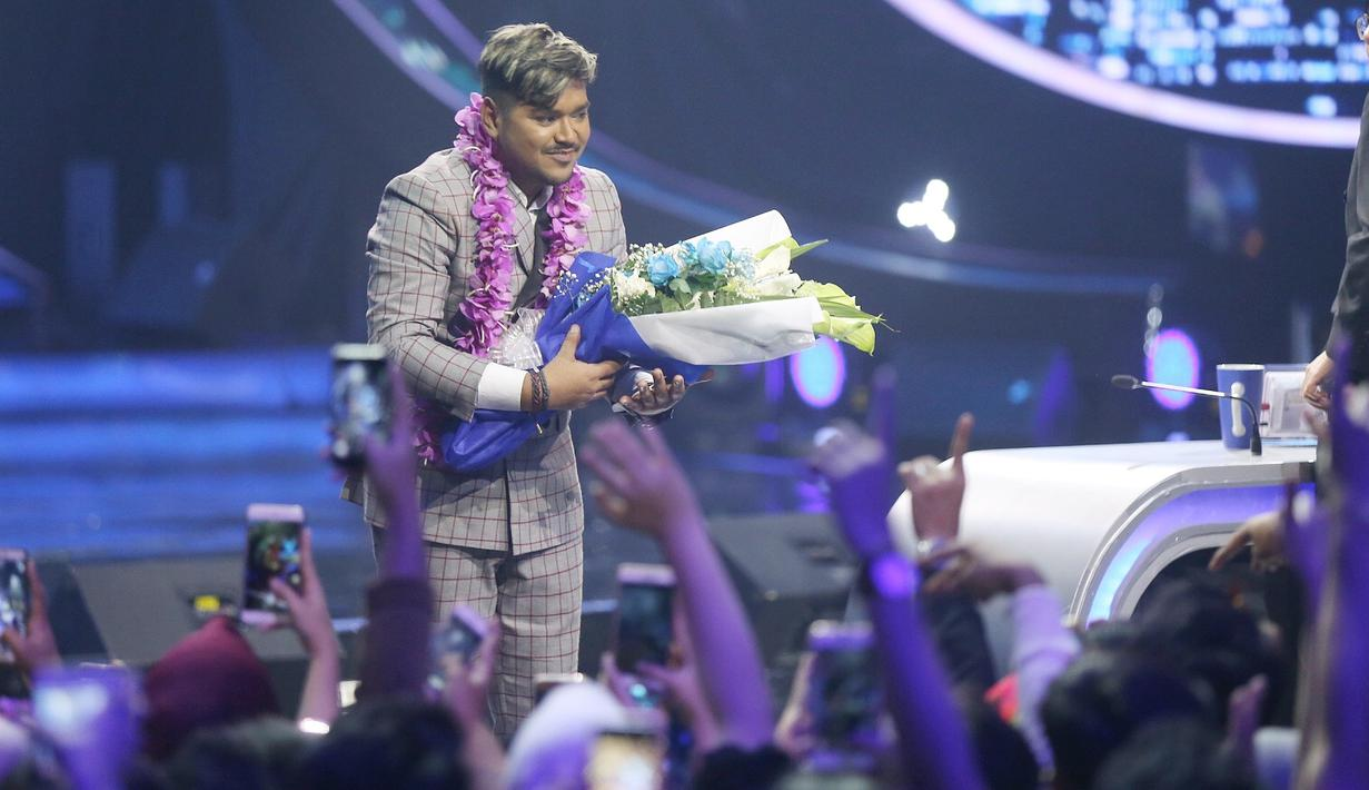 Persaingan di babak Top 3, Road to Grand Final Indonesian Idol 2018 semakin sengit. Tiga finalis, Abdul, Maria dan Joan menunjukkan penampilan terbaiknya. (Nurwahyunan/Bintang.com)