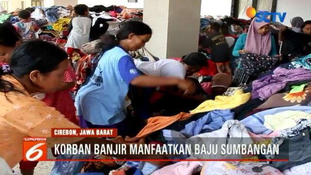Para pengungsi korban banjir ini datang dari sejumlah desa dan kini menghuni tenda-tenda darurat bersama harta bendanya.