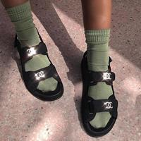 Simak deretan sandal turis yang inspiratif dan jadi tren di tahun 2019. (Foto: Instagram: egpjournal)