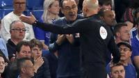 Maurizio Sarri saat laga Chelsea vs Burnley di Stamford Bridge, Selasa dini hari WIB (23/4/2019). Laga ini berakhir dengan skor 2-2. (AFP/Adrian Dennis)