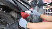 Planet ban memperluas layanan kepada konsumennya dengan menawarkan servis motor tanpa bongkar mesin. (ist)