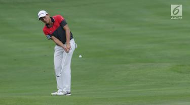 Pegolf Indonesia Danny Masrin saat melakukan pukulan pada Golf Indonesia Open 2017 di Pondok Indah Golf Course, Jakarta, Minggu (29/10). Indonesia Open 2017 merupakan turnamen seri Asian Tour diikuti 140 pegolf. (Liputan6.com/Helmi Fithriansyah)