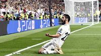 Gelandang Real Madrid, Isco, merayakan gol ke gawang AS Roma pada laga Grup G Liga Champions, di Santiago Bernabeu, Rabu (19/9/2018). (AFP/Oscar del Pozo)