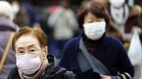 Masyarakat China serentak menggunakan masker untuk melindungi diri dari penyebaran virus. (Source: AP/Eugene Hoshiko)
