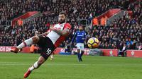 Penyerang Southampton, Charlie Austin menyumbangkan dua gol saat timnya menang atas Everton pada lanjutan Premier League di St Mary's Stadium, Southampton, (26/11/2017). Soton menang 4-0. (AFP/Glyn Kirk)