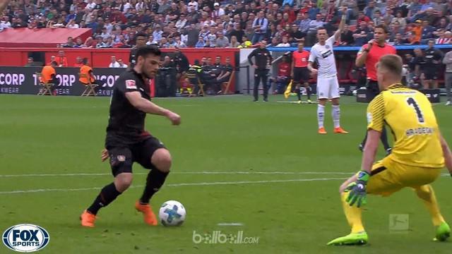 Bayer Leverkusen sukses menang telak 4-1 atas Eintracht Frankfurt dalam lanjutan Bundesliga, Sabtu (14/4). Julian Brandt membuka s...