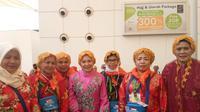 Jemaah haji asal Gowa berpakaian mewah dan glamor. (www.haji.kemenag.go.id)
