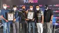 Empat Youtuber Fitra Eri, Ridwan Hanif, Arief Muhammad, dan Motomobi yang mengikuti Jimny Challenge berhasil meraih MURI