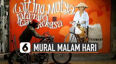 Mural-mural ini baru bisa dilihat secara keseluruhan pada malam hari.