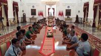 Presiden Joko Widodo atau Jokowi menerima kedatangan Kontingen Timnas Indonesia U-16 di Istana Merdeka. (Liputan6.com/ Hanz Jimenez Salim)
