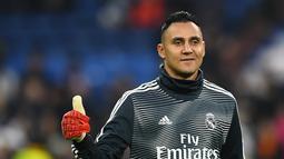 1. Keylor Navas - Kehilangan tempat di skuat Real Madrid membuat Navas harus segera mencari pelabuhan baru. Bermodalkan sudah menjuarai Liga Champions menjadi nilai plus dari Navas. (AFP/Gabriel Bouys)