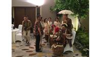 7 Momen Ahok dan Puput Nastiti Gelar Acara 7 Bulanan, Pakai Adat Jawa (sumber: Instagram.com/prasetyodimarsudi)
