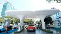 Stasiun Pengisian Kendaraan Listrik Umum (SPKLU) pertama di gerbang Indonesia Timur, yakni di Kantor PLN Unit Layanan Pelanggan (ULP) Mattoanging, Kota Makassar, Sulawesi Selatan. (dok: PLN)
