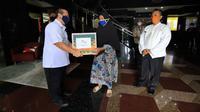 PELNI mendistribusikan ratusan paket sembako kepada warga di wilayah Jakarta, Bekasi dan Karawang. (dok. Istimewa)