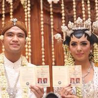 Akad nikah Alisia Rininta dan Novian Herbowo (Andy Masela/Bintang.com)