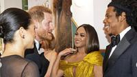 Pertemuan Meghan Markle dan Pangeran Harry dengan Beyonce dan jay-Z di premiere film The Lion King (Instagram @sussexroyal)