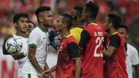 Gelandang Timnas Indonesia, Saddil Ramdani, berdebat dengan pemain Timor Leste pada laga SEA Games di Stadion MPS, Selangor, Minggu (20/8/2017). Indonesia menang 1-0 atas Timor Leste. (Bola.com/Vitalis Yogi Trisna)
