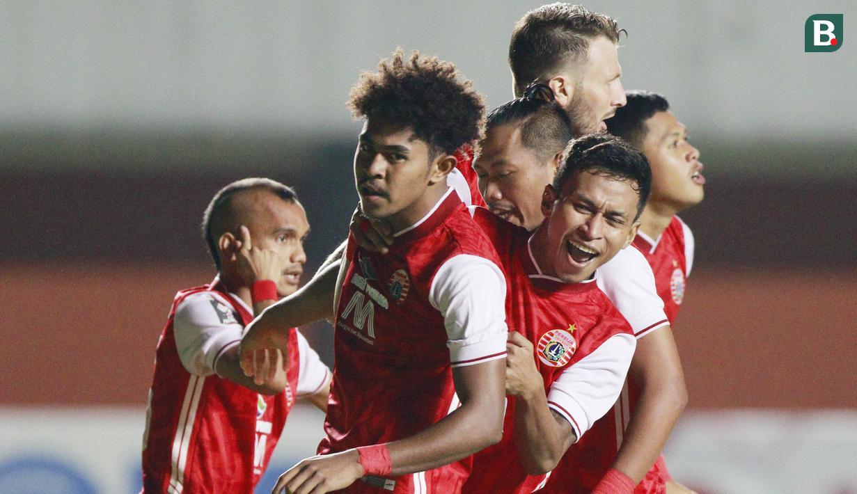 Selebrasi pemain Persija Jakarta Braif Fatari (tengah depan) usai berhasil menjebol gawang Persib Bandung pada laga Final leg pertama Piala Menpora 2021 di Stadion Maguwoharjo, Sleman, Kamis (22/4/2021). (Bola.com/M Iqbal Ichsan)