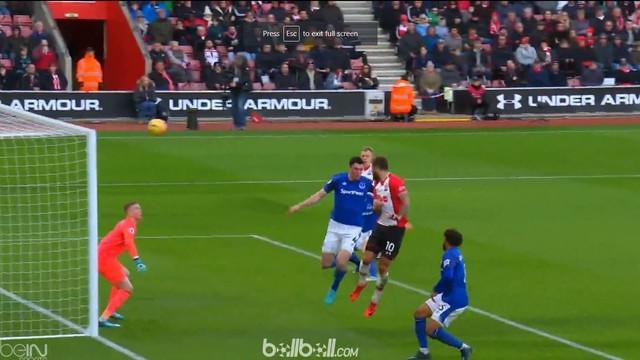 Charlie Austin menjadi pemain terbaik Premier League pekan ke-13 setelah cetak 2 gol ke gawang Everton. This video is presented by Ballball