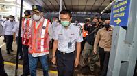 Menteri Perhubungan Budi Karya Sumadi melakukan peninjauan pelayanan alat deteksi covid-19 karya anak bangsa GeNose di Stasiun Kereta Api (KA) Bandung, Jumat (19/2/2021).  (Foto: Kemenhub)