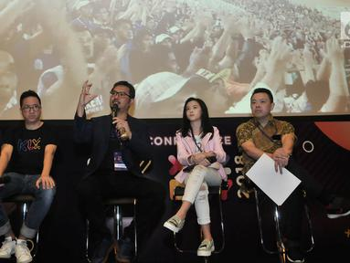 CEO Kapanlagi Youniverse (KLY) Steve Christian (kedua kiri) memberi keterangan saat menggelar konferensi pers di sela XYZ Day 2018 di The Hall, Senayan City, Jakarta, Rabu (25/4). (Merdeka.com/Iqbal S Nugroho)