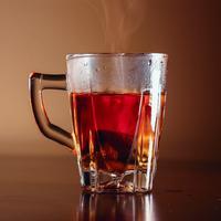 ilustrasi secangkir teh/Photo by Erfan Amiri on Unsplash